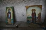 Icoane ale Sfântului Dimitrie Basarabov (la intrarea in biserică)